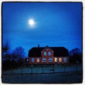 Huset_november_morgenmåne