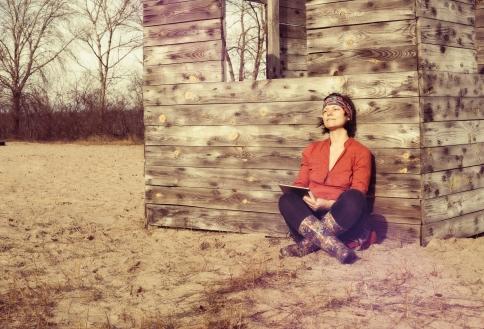 Woman_dreamingwriting