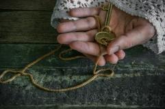 Old hands_key